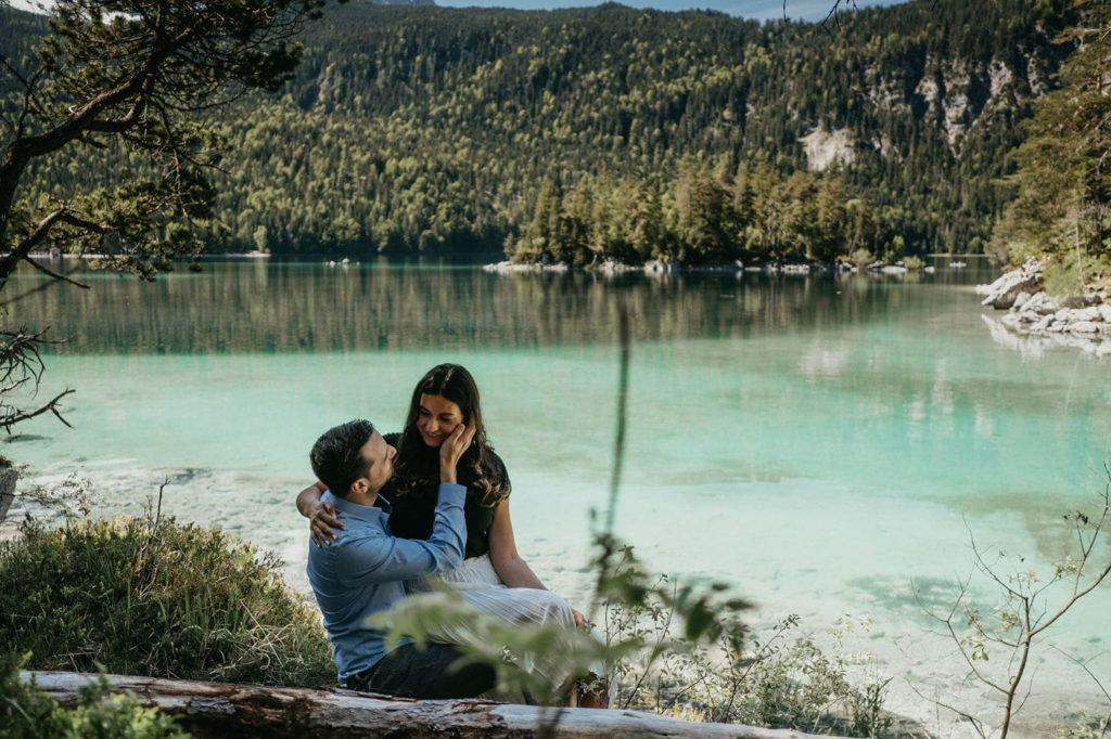 Germany, Elopement Bavaria, Shootin Bavaria, Coupleshoot in the Alps, Love and Mountains, Eibsee, Eibseelake, Lake Eibsee, Zugspitze, Engagement Eibsee